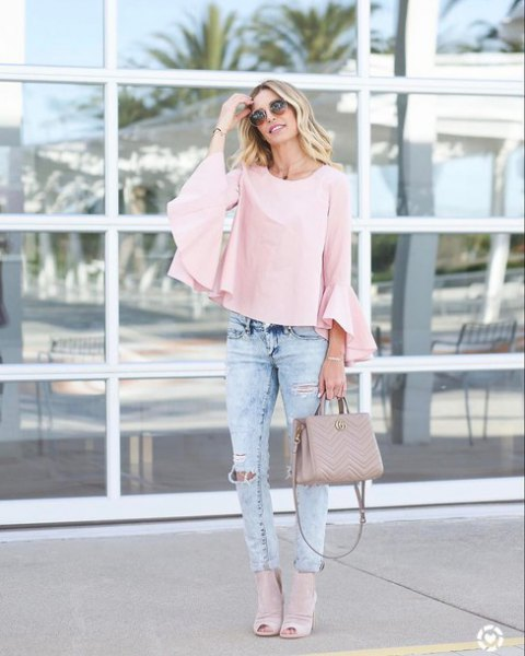 Light pink blouse with bell sleeves and slim fit jeans