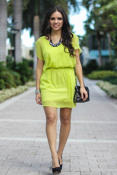lime green chiffon short-sleeved mini dress with belt and black heels