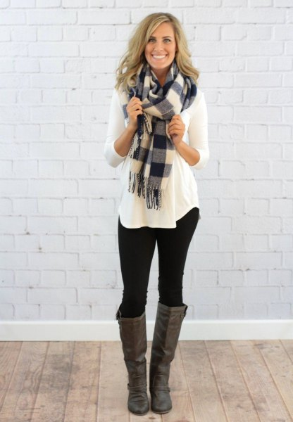 Long-sleeved T-shirt with a gray and white checked scarf and knee-high boots