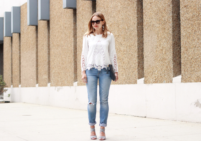 long-sleeved white boyfriend jeans with a lace top