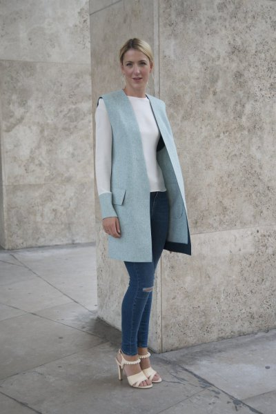 long wool vest with white sweater and skinny jeans