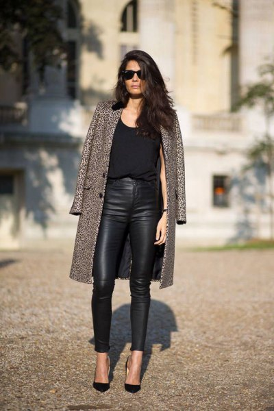Long-liner coat with black and white leopard print and high-waisted leggings