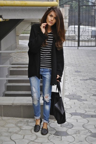 Longline cardigan with a striped T-shirt and black slippers with spikes