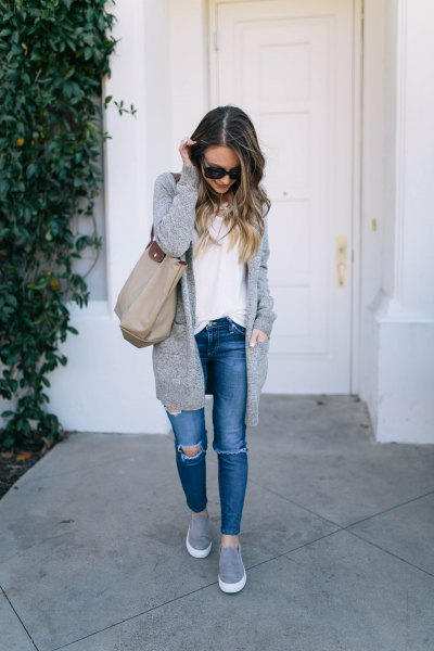 Cardigan with knitted sweater with blueline and gray slip-on platform sneakers