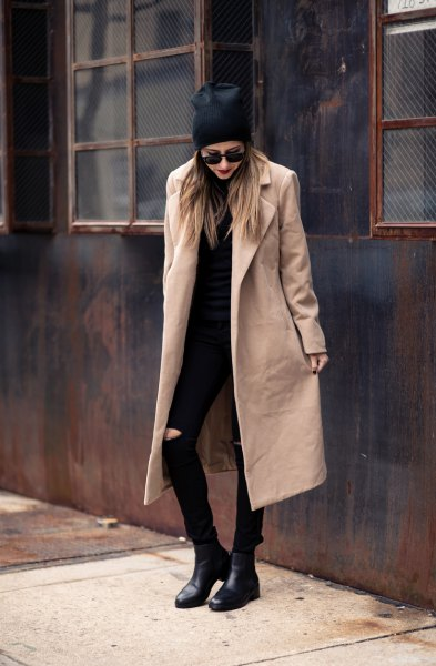 Longline wool coat with a completely black outfit