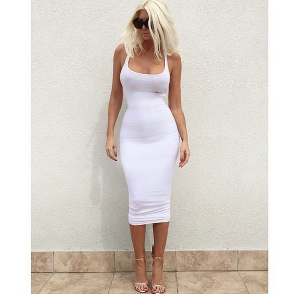 Bodycon midi dress with a low square neckline and light pink open toe heels