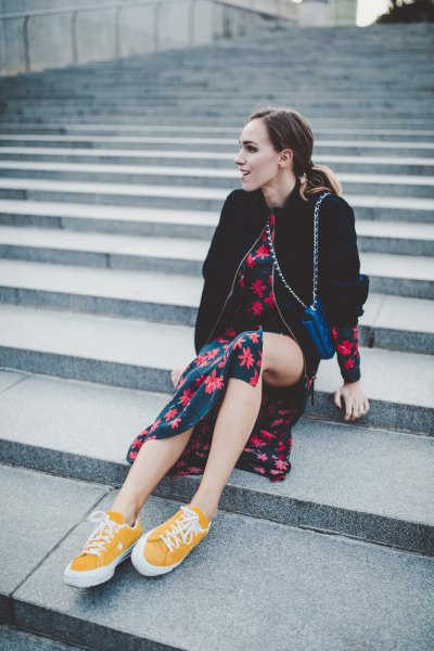 Low-top sneakers with black and red midi skirt with a floral pattern