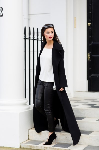 Maxi coat with a white chiffon top with a square neck and leather gaiters