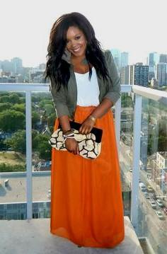 Maxi skirt with gray blazer with cuffs
