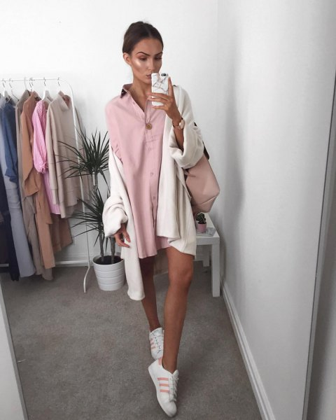 Mini shirt dress with pink buttons and white, oversized cardigan