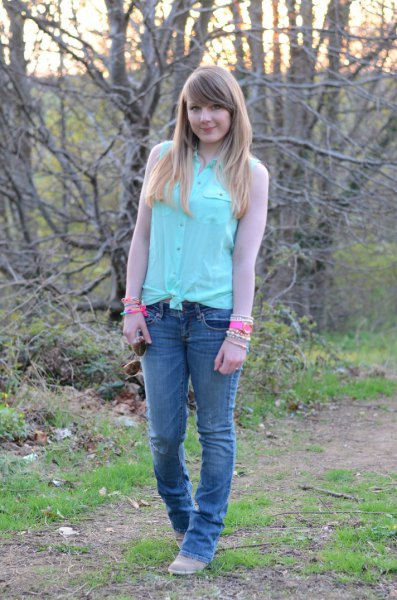 Knotted shirt with mint chiffon sleeves and slim fit jeans