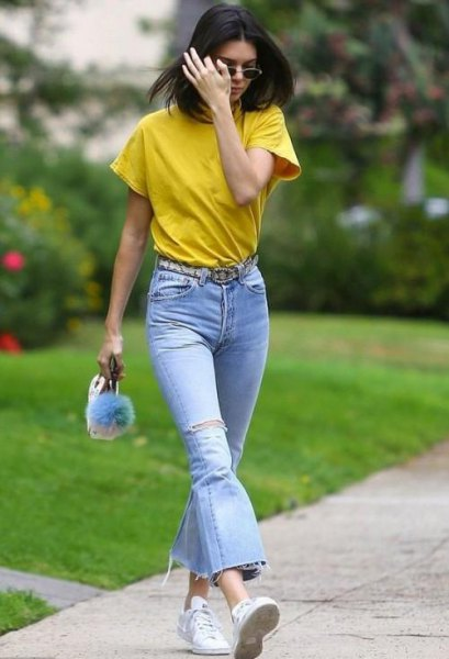 Mustard T-shirt with light blue flared jeans