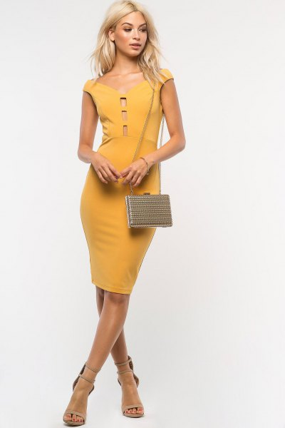 Mustard-yellow cap sleeves made of a strapless, figure-hugging dress