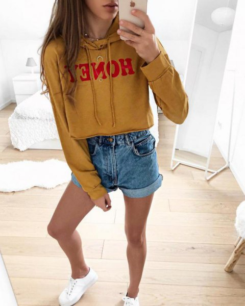 Short hoodie with mustard yellow print and blue mini denim shorts