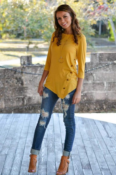 Mustard yellow three-quarter sleeve t-shirt with ripped jeans