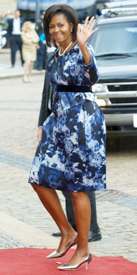 Dark blue and white printed midi dress with belt and silver shoes with kitten heels