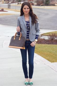 dark blue and white striped t-shirt skinny jeans