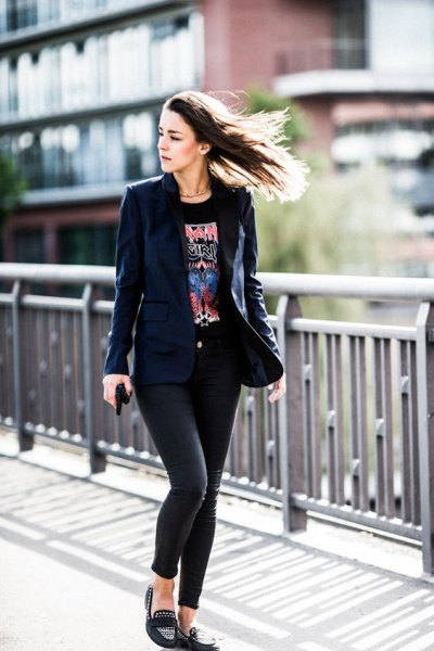 Navy blazer with black printed t-shirt and slippers