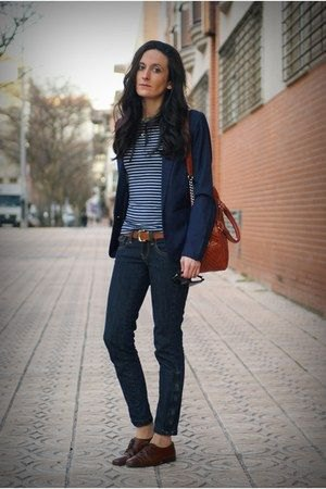 Navy blazer with a blue and white striped t-shirt and oxford shoes