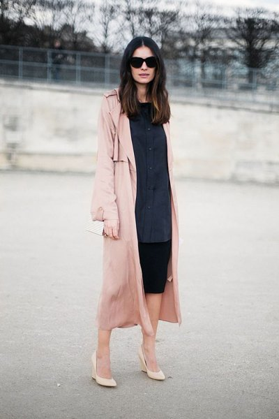 Dark blue shirt dress with buttons, pink trench coat with long lines and blushing heels