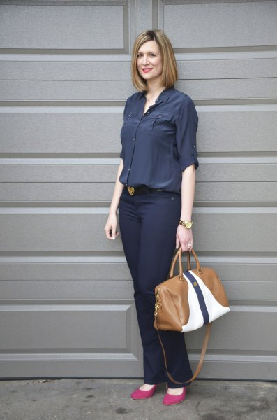 Dark blue shirt with buttons and slim fit jeans