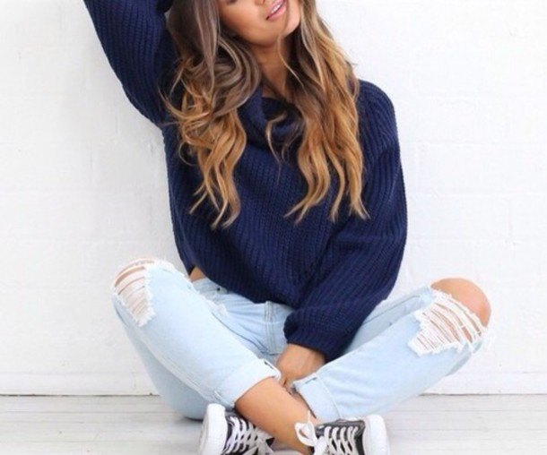 Dark blue, coarsely ribbed sweater with boyfriend jeans