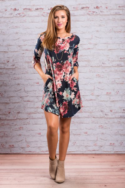 Dark blue mini dress with a floral pattern and light pink ankle boots