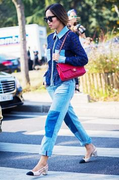 Dark blue knitted sweater with patch boyfriend jeans and cap toe shoes