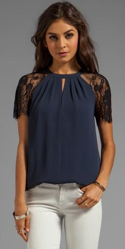 dark blue lace short-sleeved blouse with white skinny jeans