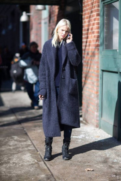 Dark blue knitted sweater with a maxi tear and black combat boots