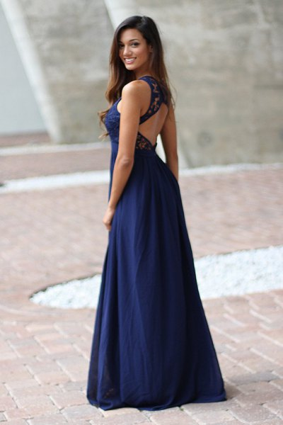 Dark blue, flowing maxi dress with open back and black ballerinas