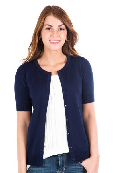 Dark blue short-sleeved cardigan with a white pleated blouse