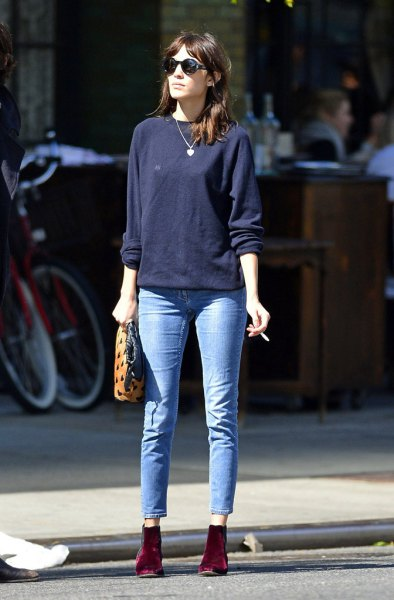 Dark blue sweatshirt with light blue skinny jeans and burgundy suede boots