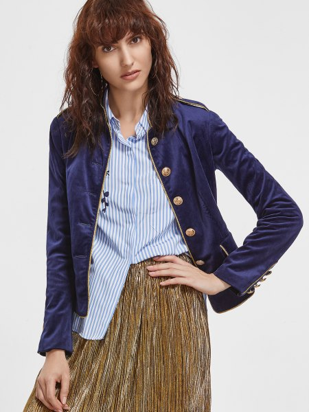 Dark blue sports jacket made of velvet with a striped shirt and pleated skirt