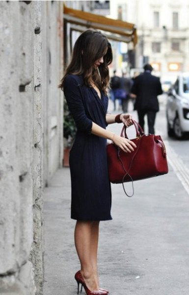 Dark blue midi wrap dress with half sleeves and a brown leather handbag