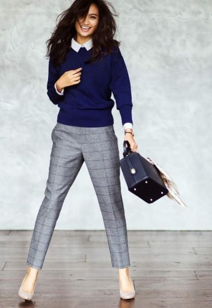 Dark blue sweater with a round neckline and white collar