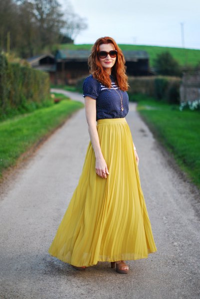 Navy short-sleeved blouse with lemon yellow maxi pleated skirt