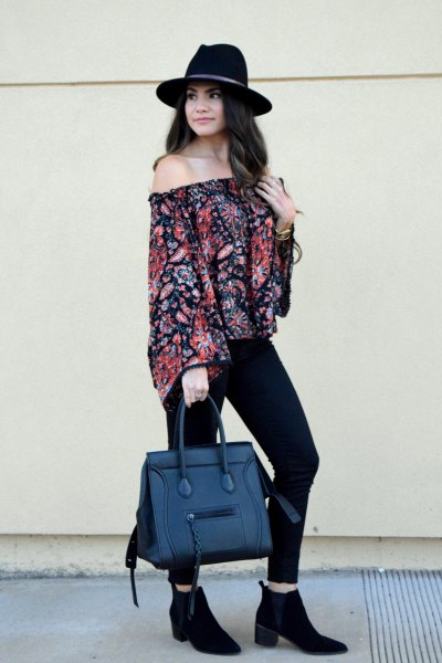 Off-the-shoulder blouse with a floral pattern and a handbag made from fake jeans