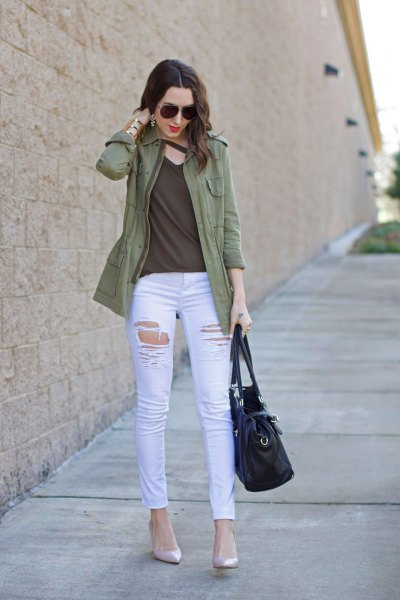 Olive-colored leisure jacket with a green V-neckline and white skinny jeans