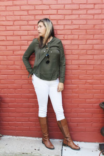 Olive green t-shirt with matching cardigan and white skinny jeans