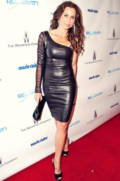 Bodycon knee-length dress made of strapless leather