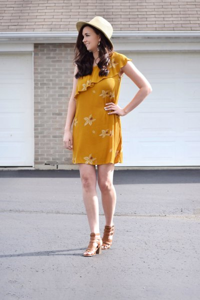 Mini dress with floral print and shoulder ruffles