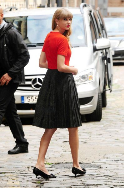 orange t-shirt with pleated midi skirt and black kitten heels