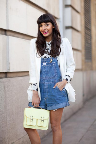 Overall shorts dotted shirt white blazer