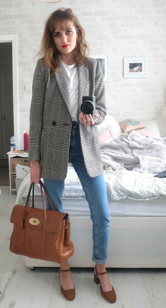 oversized plaid jacket with blue mom jeans