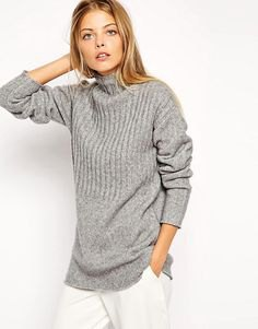 oversized chunky gray ribbed sweater white pants