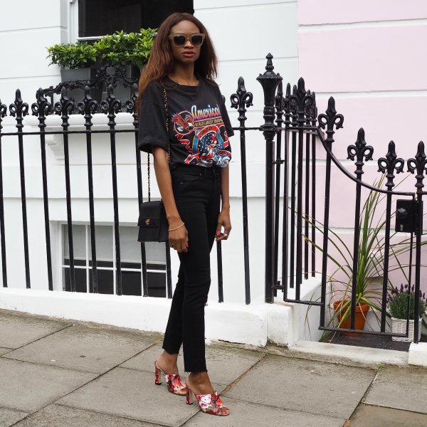 Oversize print t-shirt with black, slim-fit jeans