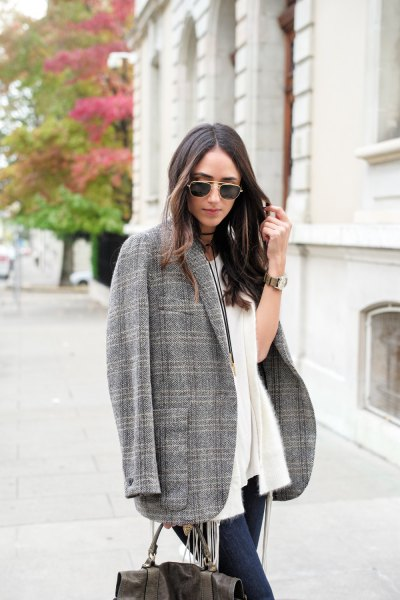 Oversize tweed blazer white cardigan jeans outfit
