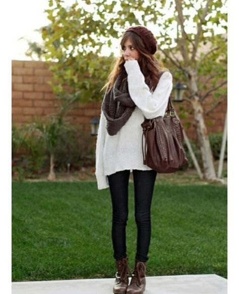Oversized white sweater with a gray scarf and black skinny jeans