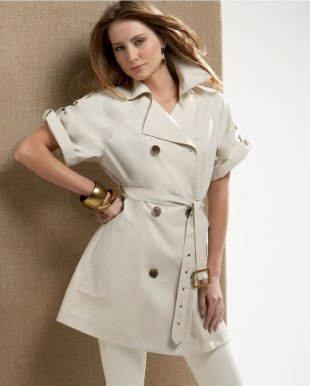 Light pink short-sleeved trench coat with belt and matching drainpipe trousers